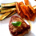 Steak und Süßkartoffel-Zucchinipommes